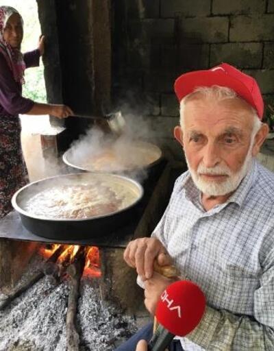 Yusufeli'nde, dut pekmezi geleneği sürdürülüyor