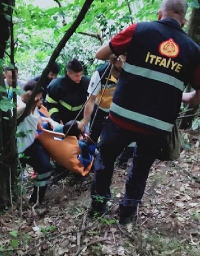 Ağaçtan düşünce ayağı kırılan genç, 1,5 km sedye ile taşındı