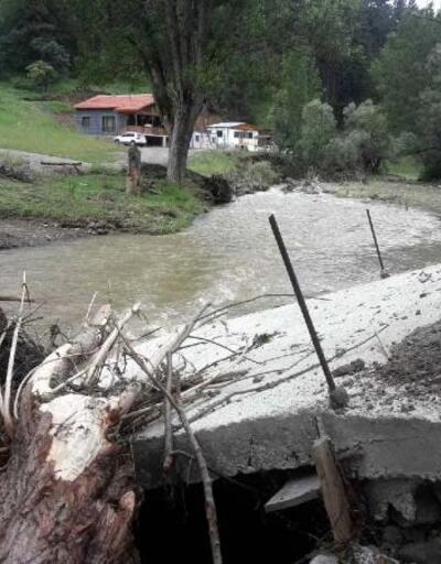 Kızılcahamam'da bir saatlik yağış sele neden oldu