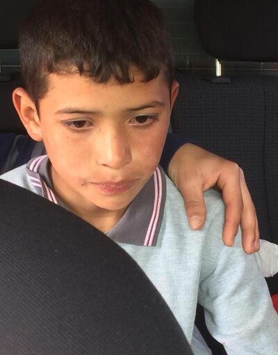 Eve geç kaldığı için babasından korkan Tahir, römorkun altına saklandı