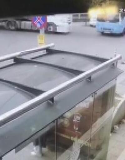 Tuzla'da halk otobüsüyle TIR'ın çarpıştığı kaza kamerada