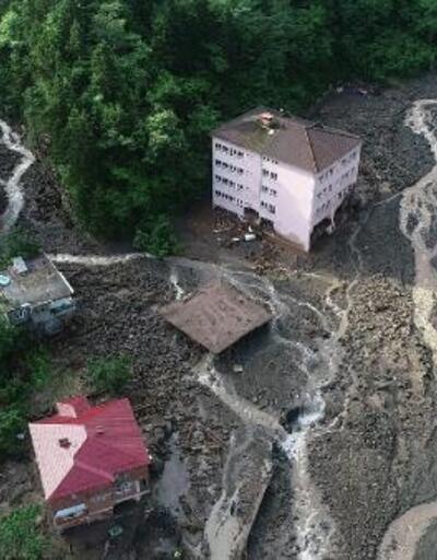 Araklı'da selde hasar gören dere yatağındaki okul yıkılıyor