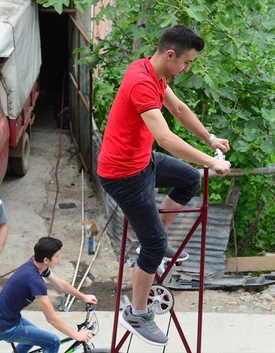 4 metrelik bisiklet görenleri şaşırtıyor