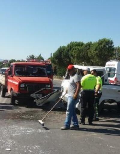 Burhaniye'de kamyonetler çarpıştı: 4 yaralı