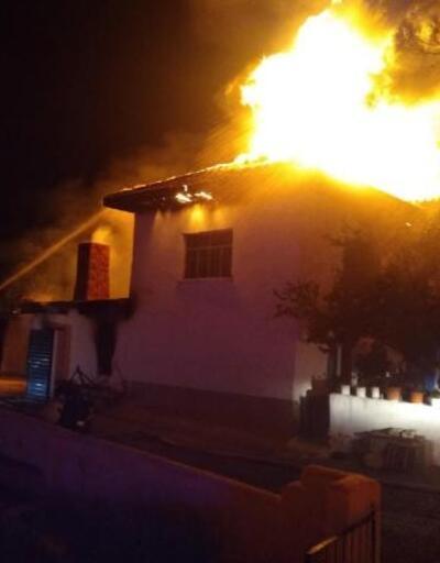 Evlerindeki yangında dumandan etkilenen yaşlı çift öldü