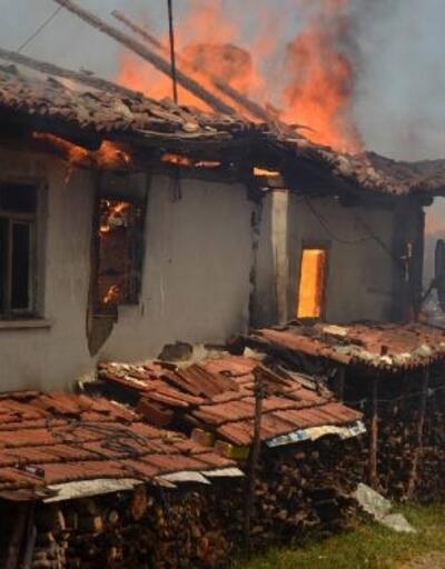 Taşköprü'de 6 ev yandı