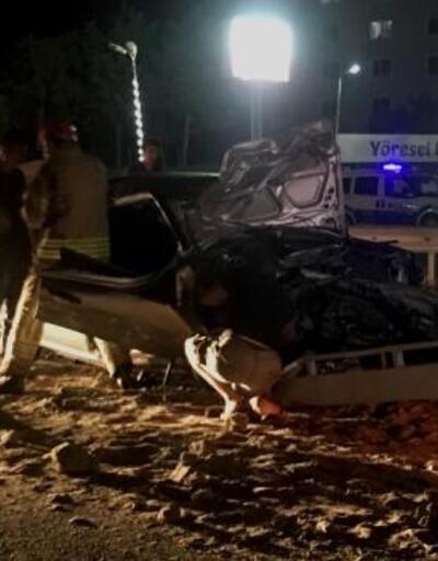 Silivri'de kamyona çarpan otomobil hurdaya döndü: 2 yaralı