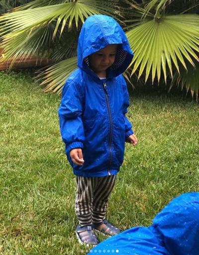 İkizlerin yağmur sevinci