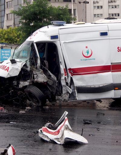 Ataşehir'de ambulans kaza yaptı: 4 yaralı