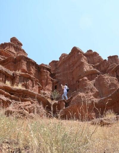 Doğu Anadolu'nun kırmızı periler diyarı: Narman Peri Bacaları