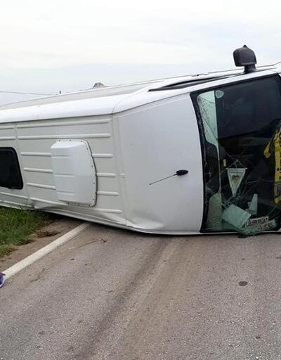Vize'de yan yatan minibüste 3 kişi yaralandı