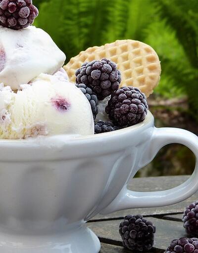 Yazın en sağlıklı tatlısı evde dondurma