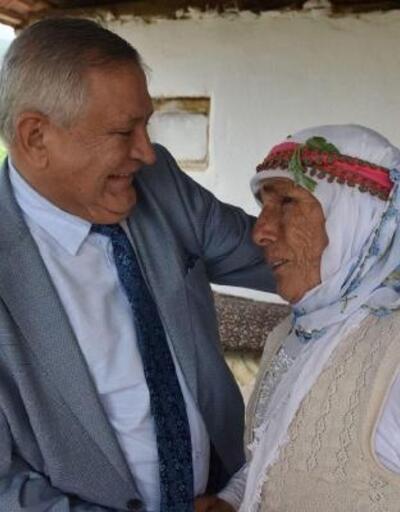 Ameliyatla görmeye başlayan Fatma ninenin sevinç gözyaşları