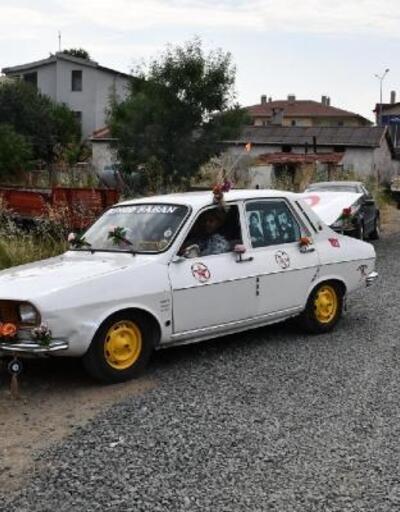 74 model otomobile nostaljik görünüm
