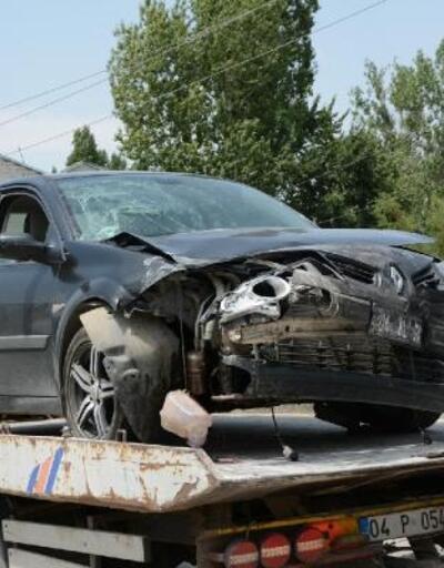 Otomobil, hafif ticari araçla çarpıştı: 1 ölü 6 yaralı