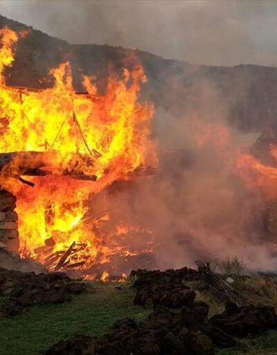 Erzurum'da yangın: 3 ev ve 9 ahır kullanılamaz hale geldi
