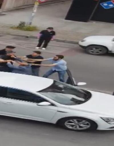Ümraniye'de trafikteki tekmeli-tokatlı kavga kamerada