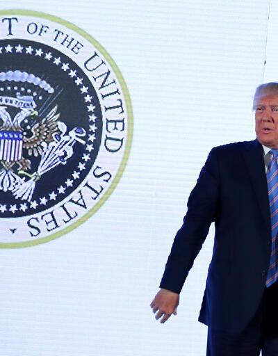 ABD Başkanı Trump'a şok! Sahte fors önünde konuştu!