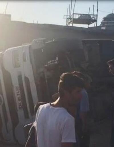 Devrilen kamyonun sürücüsü yaralı