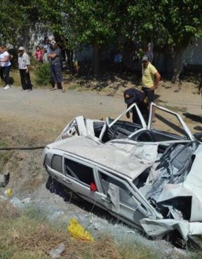 Aydın'da otomobil şarampole devrildi, baba ile oğlu ve kızı yaralandı