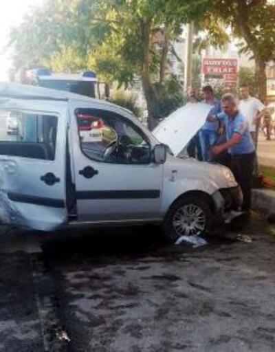 Çubuk'ta hafif ticari araç ağaca çarptı: 5 yaralı