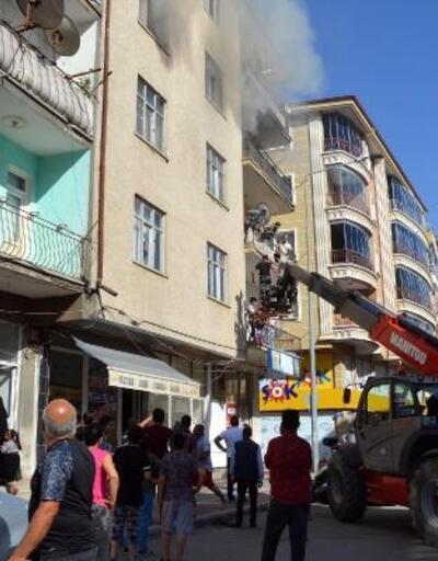 Yangında mahsur kalan 30 kişiyi inşaat işçileri kurtardı
