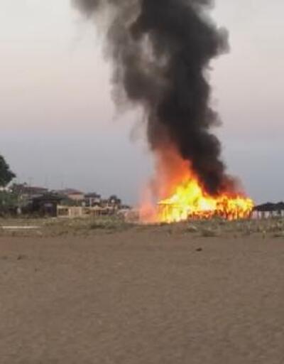 Şile sahilindeki büfe alev alev yandı
