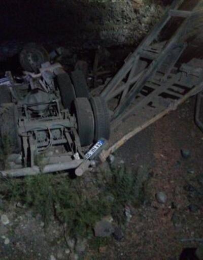 Şarampole devrilen kamyonetin sürücüsü öldü