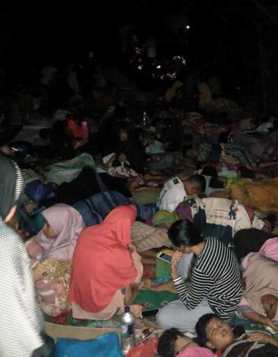 Endonezya depremin yaralarını sarıyor!