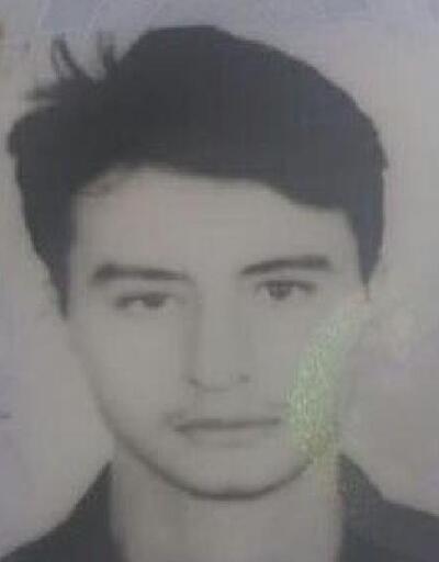 Hafif ticari araç refüje çarptı: Oğuzhan öldü, 2 yaralı