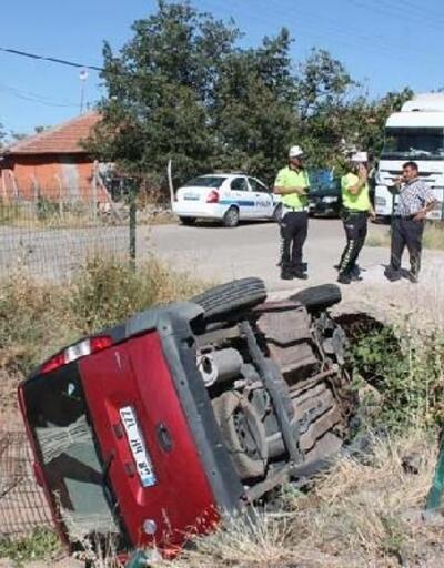 Araç, sulama kanalına devrildi; sürücü ve annesi yaralı
