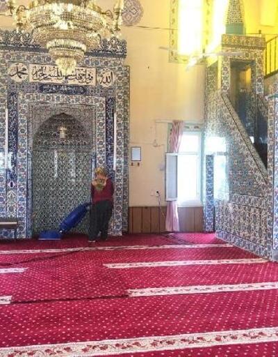 Ceyhan'da ibadethanelerde ve mezarlıklarda bayram temizliği