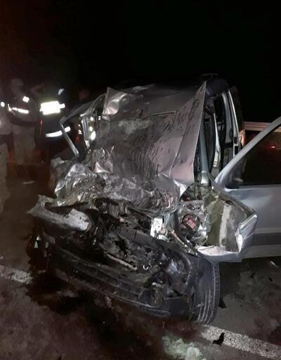 TIR ile hafif ticari araç çarpıştı: 1 ölü, 1 yaralı