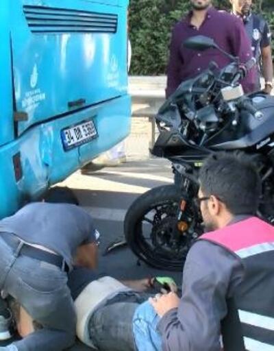 TEM'de iki katlı otobüse arkadan çarpan motosikletin sürücüsü yaralandı