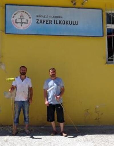 Okul müdürü ve yardımcısı ellerine fırça alarak okulu boyadı