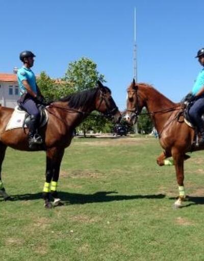 Jandarma, Kandıra sahillerinde atlarla görev yapıyor