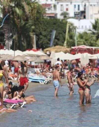 Bodrum'da tatilciler mandalinalı lokumla karşılandı