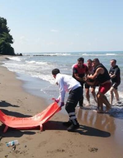 Denizde boğulma tehlikesi geçiren kameraman, kurtarıldı