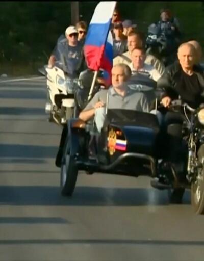 Putin motosikletiyle şov yaptı