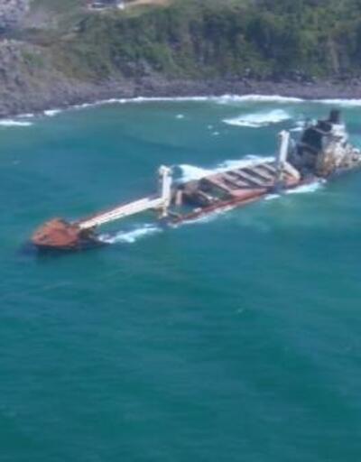 Şile'de 8 ay önce karaya oturan gemi kaderine terk edildi