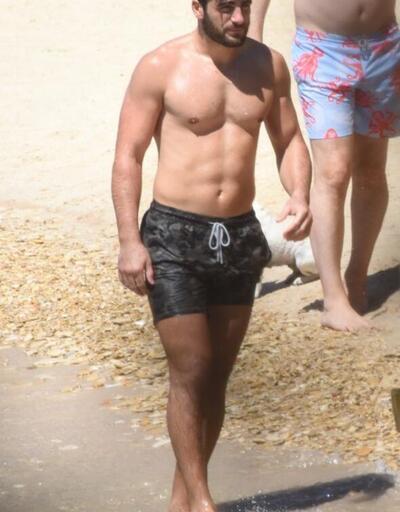 Survivor Yusuf tatilde! Plajda ilgi odağı oldu