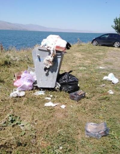 Hassas alan olarak ilan edilen Çıldır Gölü çevresi çöplüğe döndü