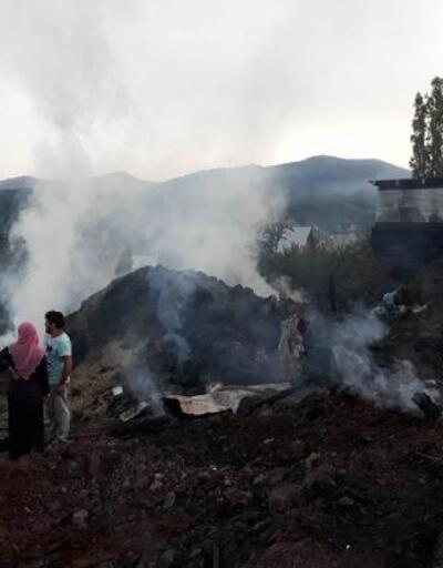 Koyulhisar'da ev ve samanlık yangını