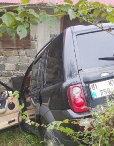 Şarampolde devrilen cip, evin duvarına çarptı: 1 ölü, 4 yaralı