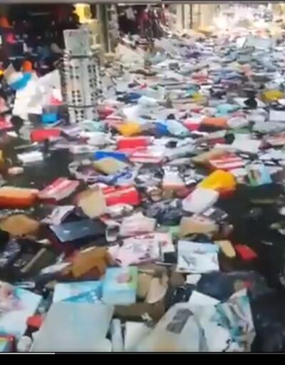 İstanbul yağışa teslim... Eminönü alt geçitte bulunan çarşıyı su bastı