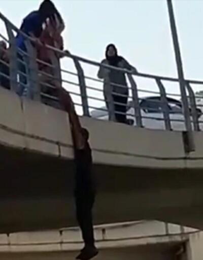 Endişe veren görüntü! Köprüye çıkıp...