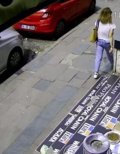 Kaldırımda yürüyen kadının üzerine kartonpiyer düştü