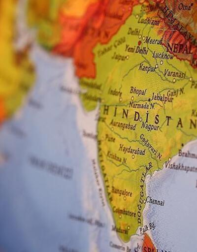 Hindistan'da otobüs ile kamyon çarpıştı: 15 ölü, 35 yaralı