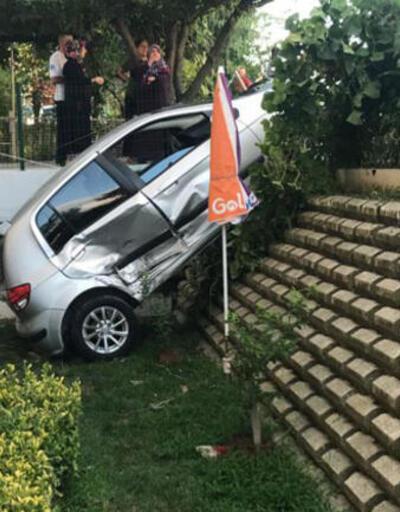 Akılalmaz kaza! Hamakta yatan çocuğun üzerine otomobil düştü
