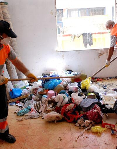 Binaya giren ekipler çöp ev ile karşılaştı